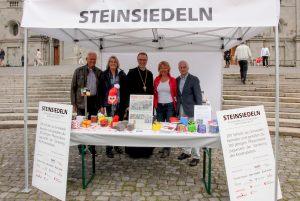 26.05.2019_Heino von Prondzynski, Präsident der Vereinigung Freunde des Klosters Einsiedeln, mit Gemahlin, Abt Urban Federer und Filmregiseur Rolf Lyssy (Foto Gina Graber)