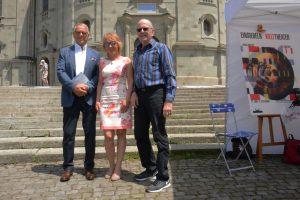 19.06.2019_Altbundesrat Adolf Ogi und Olivera Kälin neben Webmaster und Fotograf Toni Leutwiler (Foto Gina Graber)
